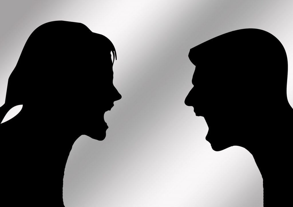Streitendes Paar Silouette